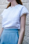T-shirt blanc à coupe carrée et col en dentelle 2