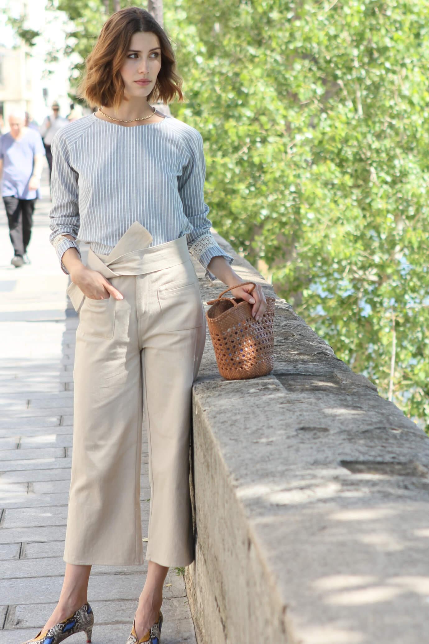 Pantalon à coupe évasée couleur sable 1