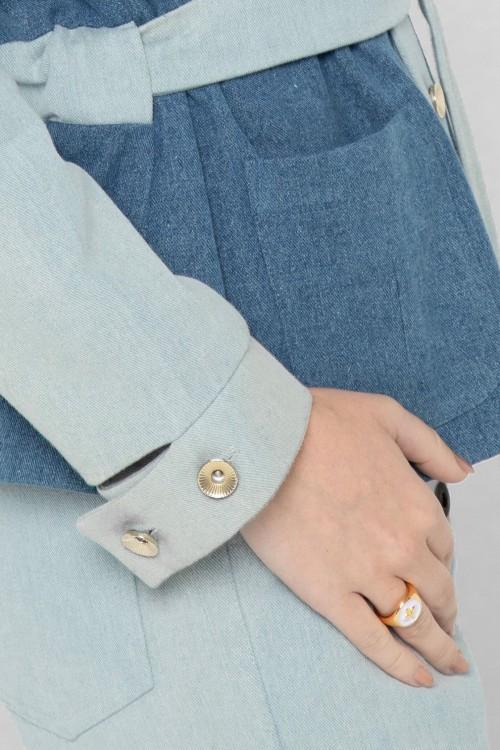 Veste en jean tendance 2021 bicolore à ceinture créée par Koshka Paris 6