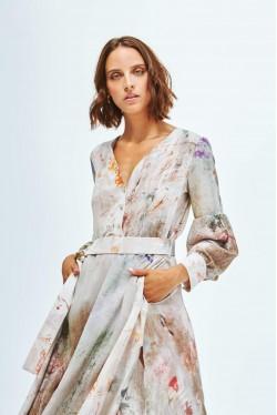 Robe en soie fendue sur le côté aux imprimés abstraits 3
