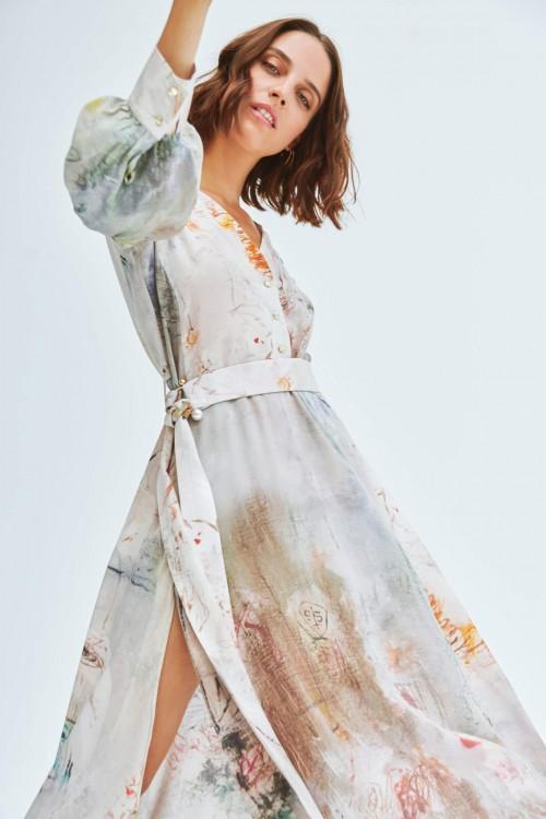 Robe en soie fendue sur le côté aux imprimés abstraits 4