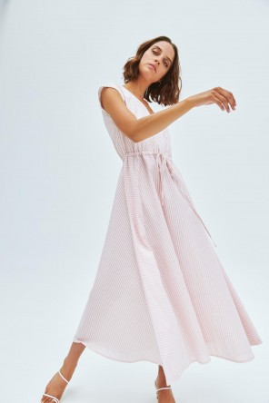 Robe longue à rayures roses et blanches 2