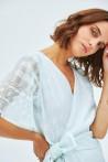 Robe en soie cache-cœur au décolleté délicat 2