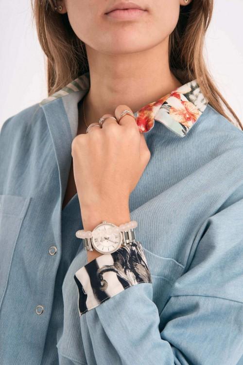 Chemise en jean avec détails imprimés en soie sur le col et les manches 2