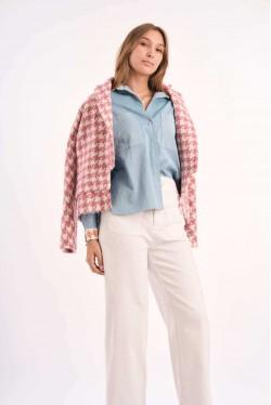 Chemise en jean avec détails imprimés en soie sur le col et les manches 3