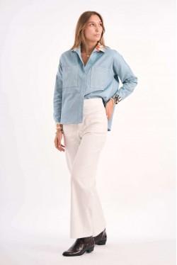 Chemise en jean avec détails imprimés en soie sur le col et les manches 4