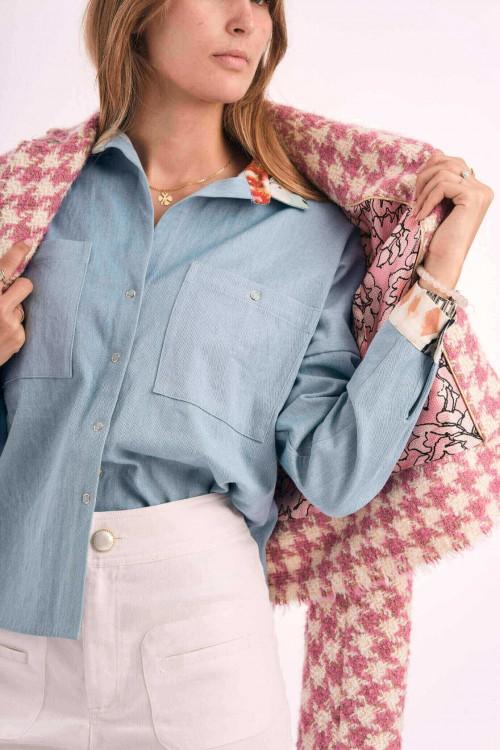 Chemise en jean avec détails imprimés en soie sur le col et les manches 5