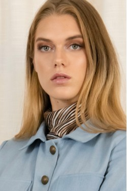 Bandana en soie à rayures signé par la marque de mode parisienne Koshka Paris