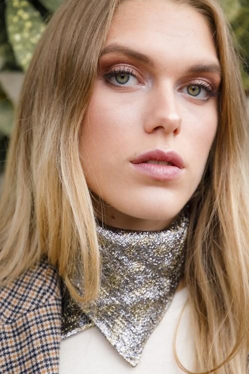 Foulard bandana bianca en soie par la marque de mode parisienne Koshka Paris