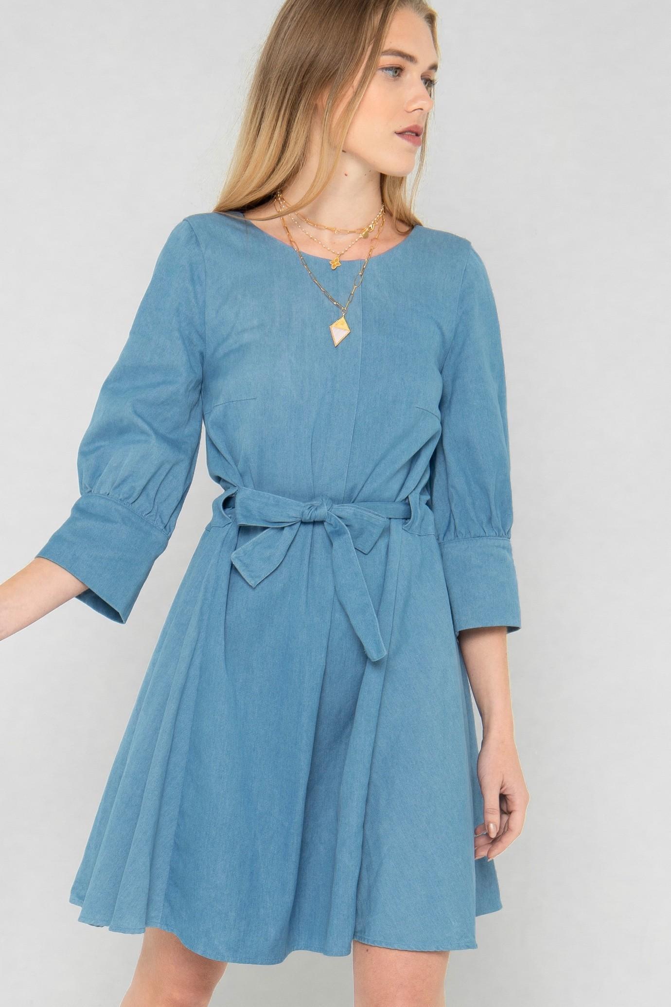 Robe droite courte à ceinture par la marque de mode parisienne Koshka Paris