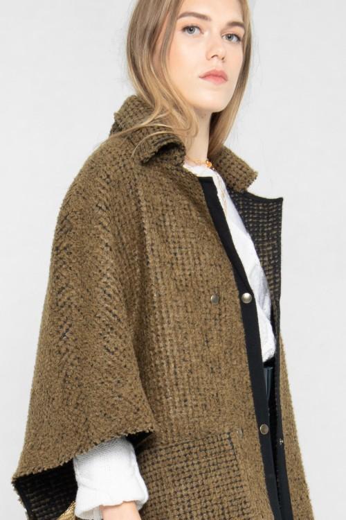 Cape en laine pour un hiver tendance créée par Koshka Paris 1