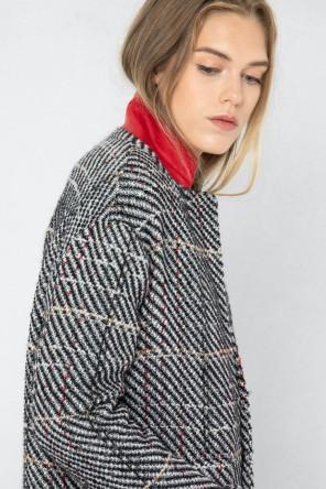 Manteau tendance hiver 2021 à carreaux en laine créé par Koshka Paris 1