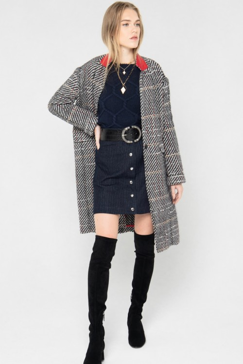 Manteau tendance hiver 2021 à carreaux en laine créé par Koshka Paris 2