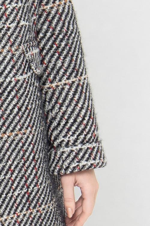 Manteau tendance hiver 2021 à carreaux en laine créé par Koshka Paris 4