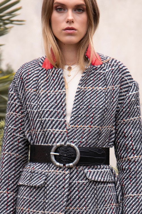 Manteau tendance hiver 2021 à carreaux en laine créé par Koshka Paris 5