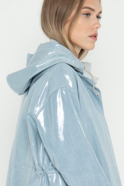 Parka en jean plastifié imperméable à capuche créée par Koshka Paris 1