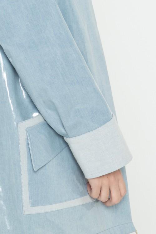 Parka en jean plastifié imperméable à capuche créée par Koshka Paris 2