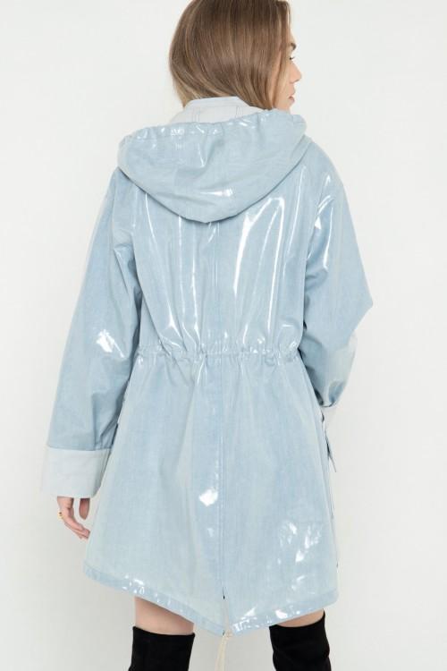 Parka en jean plastifié imperméable à capuche créée par Koshka Paris 4