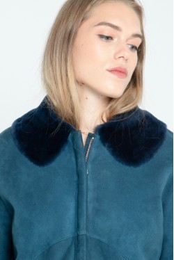 Bomber en peau lainée avec col en fourrure créé par Koshka Paris 2