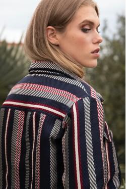 Veste courte habillée en jacquard rayé tricolore créée par Koshka Paris 5