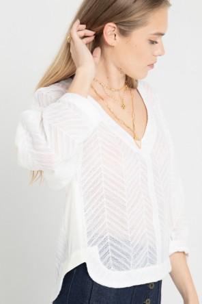Blouse col V en tissu ajouré et manches kimono créée par Koshka Paris 1
