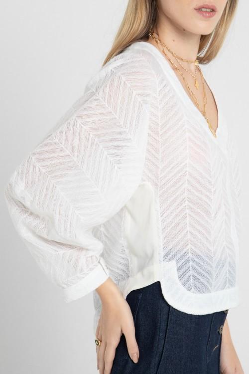 Blouse col V en tissu ajouré et manches kimono créée par Koshka Paris 3