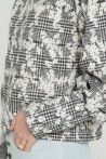 Sweat noir et blanc à carreaux et motifs fleuris 3