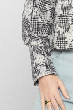 Sweat noir et blanc à carreaux et motifs fleuris 4
